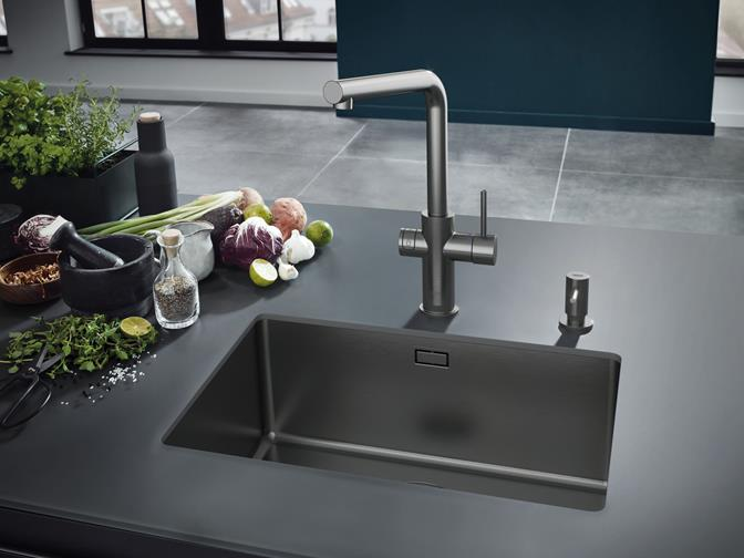 GROHE Blue_kitchen with decoration